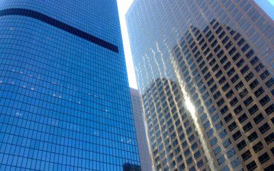 Was liegt hinter der Glasfassade