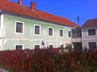 Ehemaliger Gasthof im Ortszentrum von Riedau (Foto: Trio)